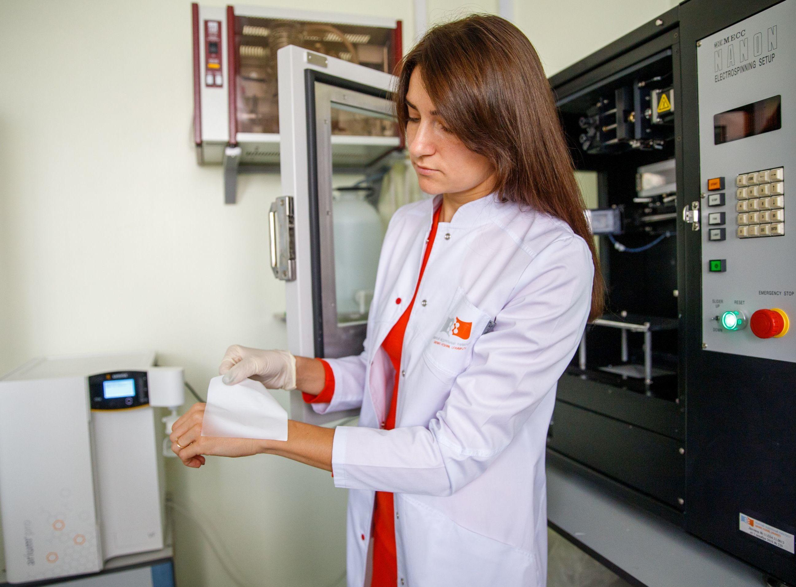 La empleada del Departamento de Biotecnología de la SFU, Anna Shumílova