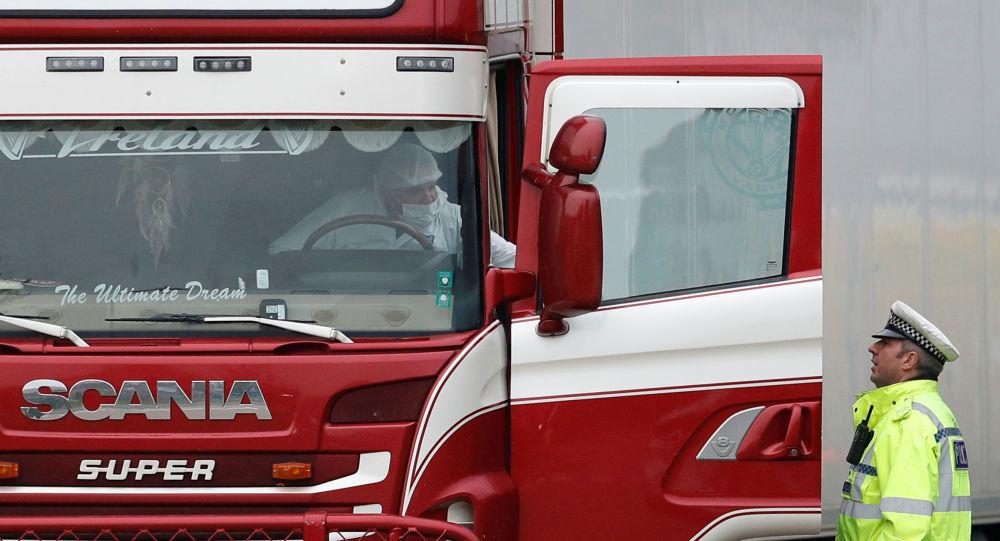 El camión donde hallaron los cuerpos en Essex, el Reino Unido