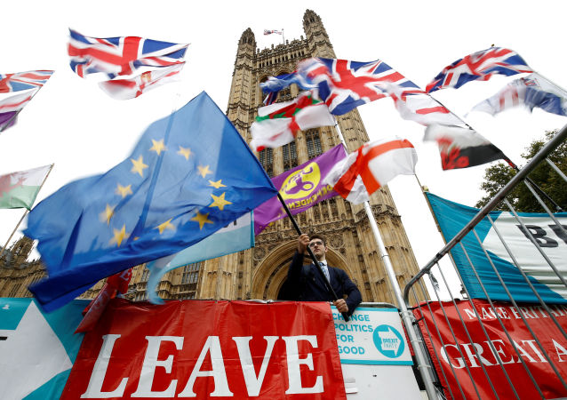 Las banderas de la UE y el Reino Unido