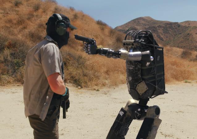 Un cortometraje viral muestra la rebelión de un robot militar