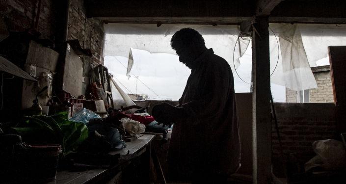 Julio Antonio Lemos en su taller