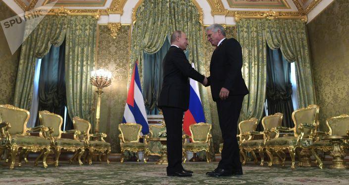 El presidente de Rusia, Vladímir Putin y el presidente cubano, Miguel Díaz-Canel Bermúdez