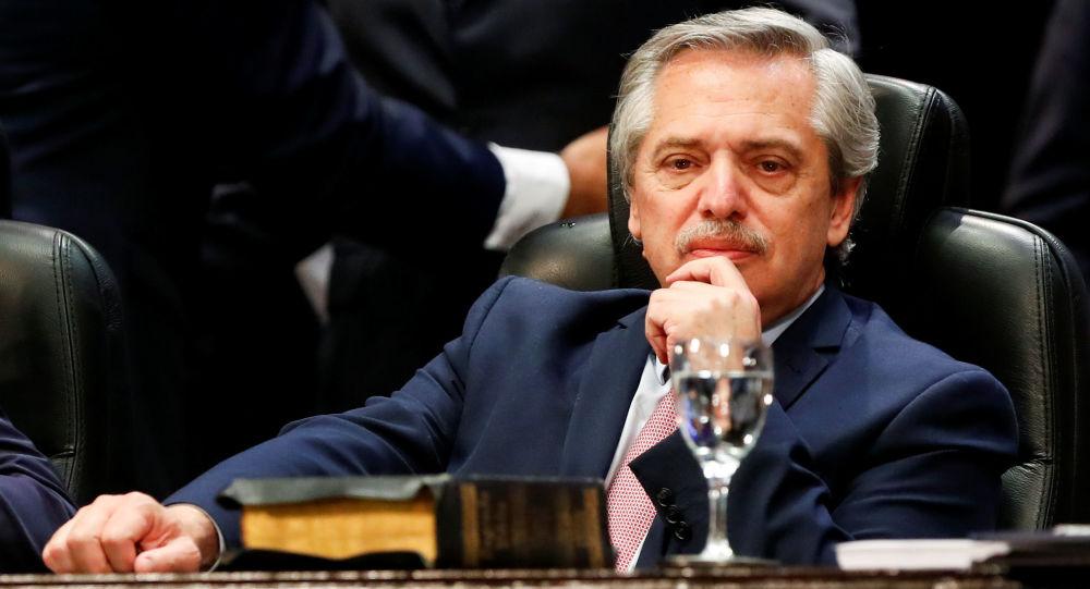 Trabajo, sueldo y empleados estatales: Fernández revisará nombramiento de Macri