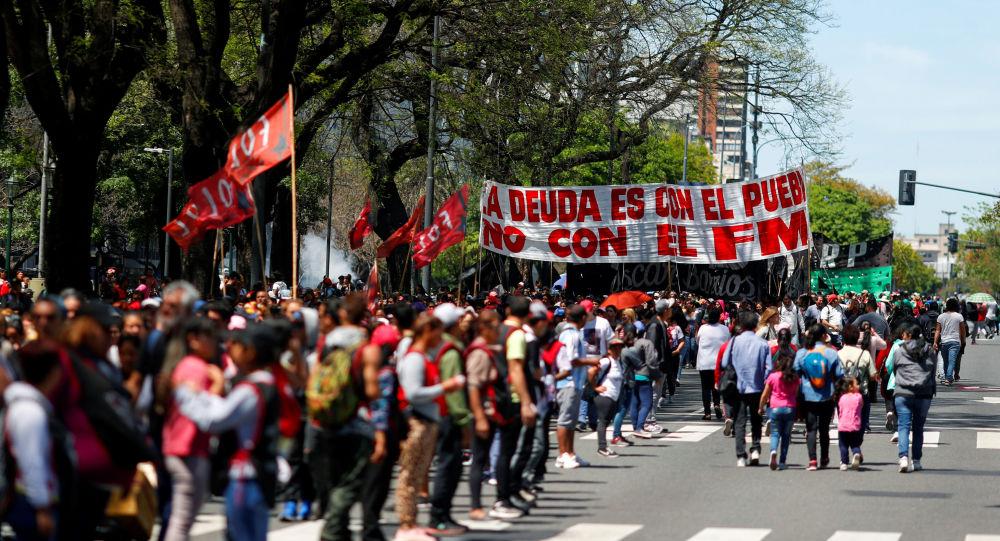 Protestas ante las oficinas del FMI en Buenos Aires
