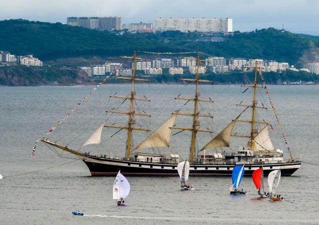 El velero ruso Palada en Vladivosto, Rusia