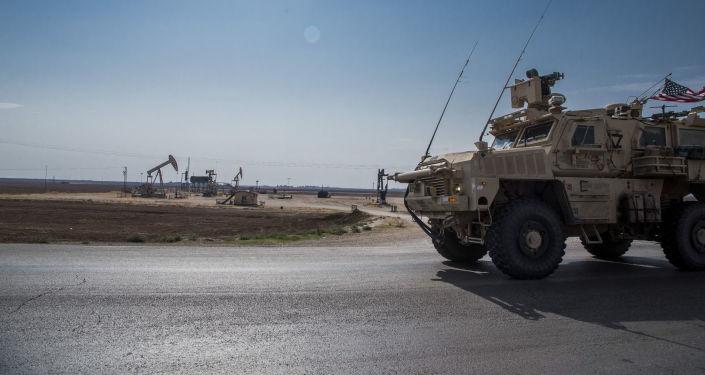 Un blindado de EEUU cerca de campos petroleros en noreste de Siria