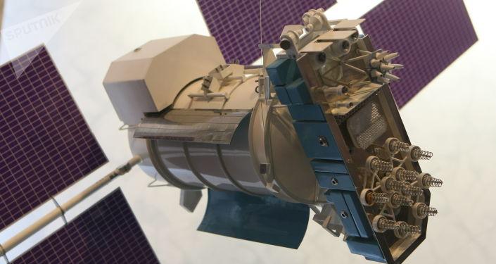 Un modelo del satélite Glonass-M
