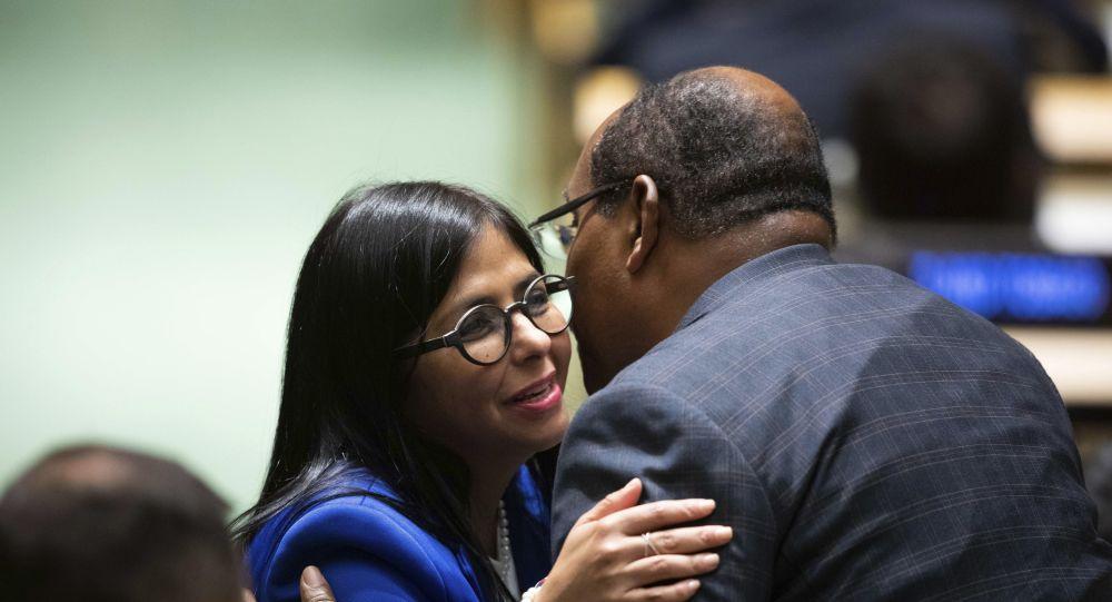 La vicepresidenta venezolana, Delcy Rodríguez y el primer ministro de Antigua y Barbuda, Gaston Browne