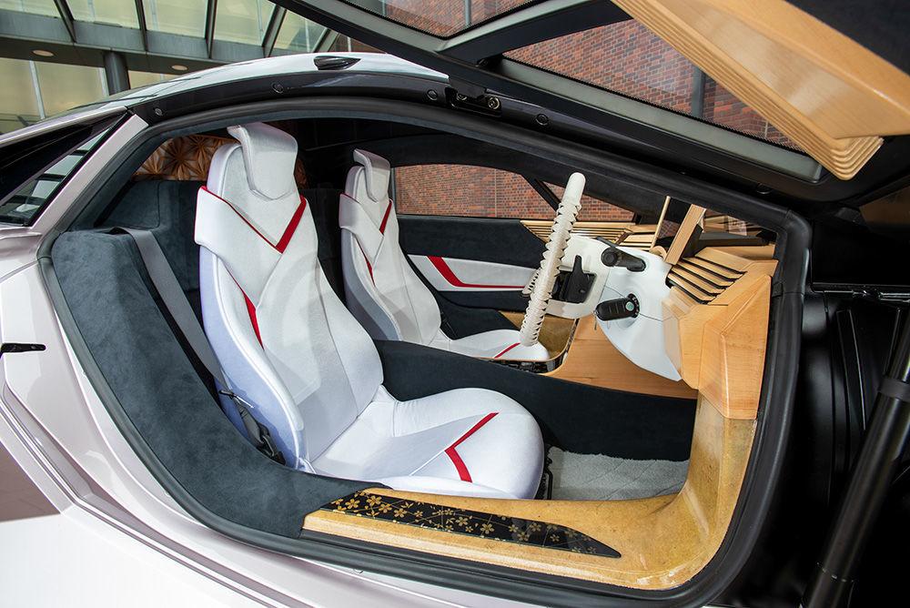 El interior del Nano Cellulose Vehicle (NCV) fabricado por Japón