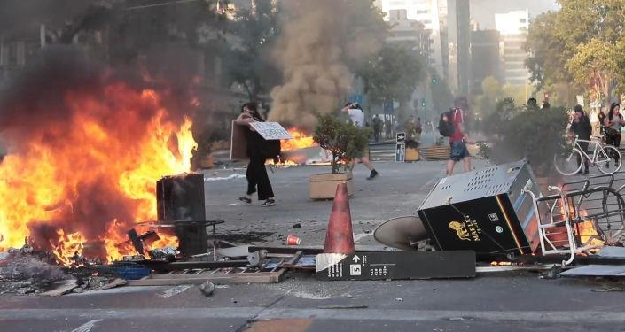 Las llamas de las protestas en Chile llegan al barrio financiero de Santiago