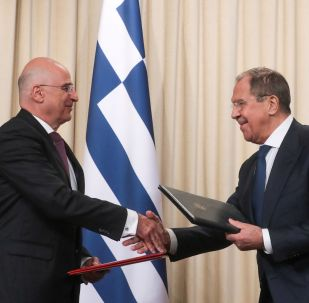 La reunión entre el canciller ruso, Serguéi Lavrov y su para griego, Nikolaos Dendias