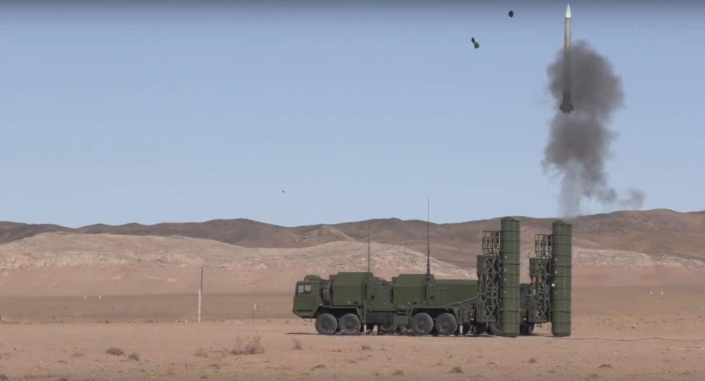Pruebas del sistema de defensa antiaérea FD-2000