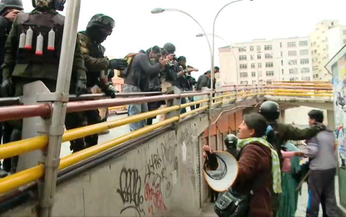 La Policía boliviana usa gases lacrimógenos contra los manifestantes partidarios de Morales