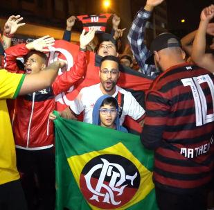 Los hinchas llenan las calles de Lima a pocos días de la final de la Libertadores