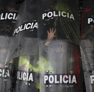 Escudos de la Policía durante una manifestación estudiantil en Bogotá, Colombia, en octubre de 2019