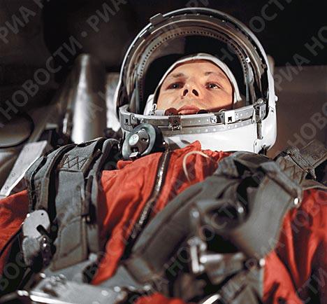Юрий Гагарин в кабине космического корабля Восток