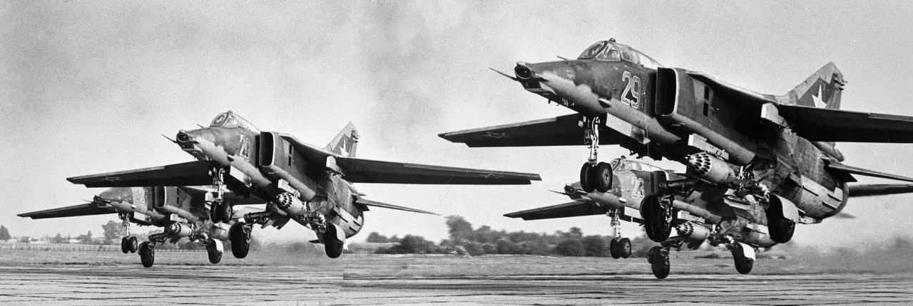 Звено истребителей-бомбардировщиков МИГ-27