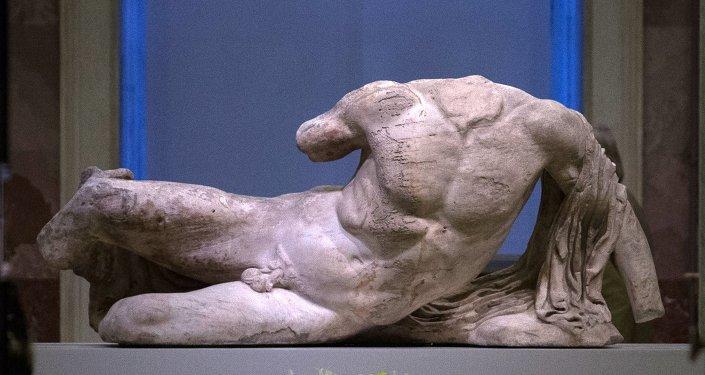 В Эрмитаже впервые выставили статую речного бога Илисса из Парфенона