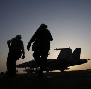 Marines de EEUU en la cubierta del portaviones USS George H.W. Bush en el golfo Pérsico