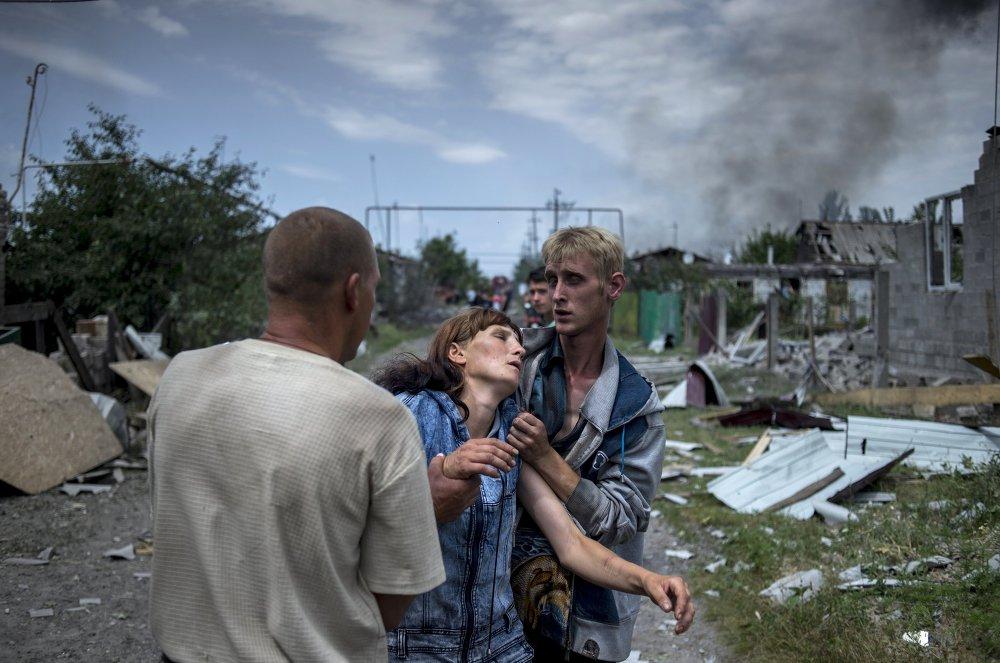Vecinos del pueblo de Luganskaia, bombardeado por la aviación ucraniana (2 de julio de 2014)