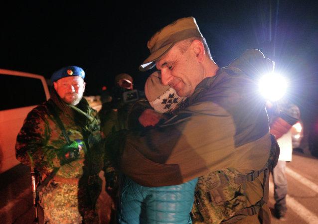Сanje de prisioneros en Donetsk