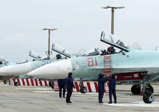 Cazas Su-27SM en el  aeródromo cerca de Sebastopol