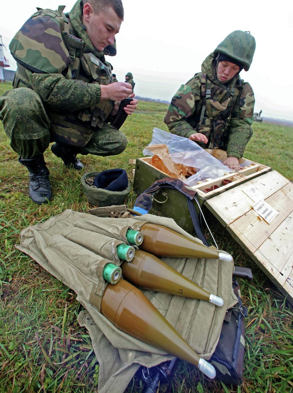 Военнослужащие на учениях морских пехотинцев береговых войск Балтийского флота в рамках подготовки ко дню морской пехоты