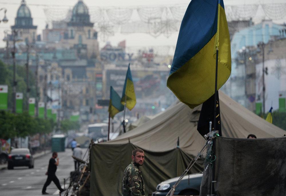 Часть палаточного городка, оставшаяся после акций сторонников Евроинтеграции на площади Независимости в Киеве