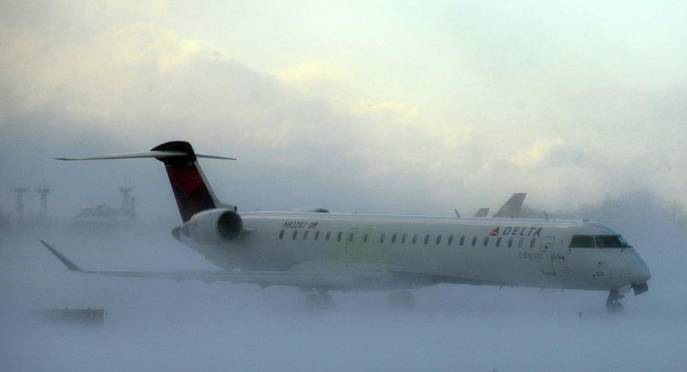 Resultado de imagen para cancelan miles de vuelos en nueva york por temporal de nieves hoy