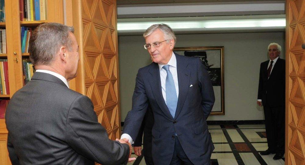 Paulino Rivero se reúne con el fiscal general del Estado, Eduardo Torres-Dulce, en la sede de Presidencia en Las Palmas de Gran Canaria.