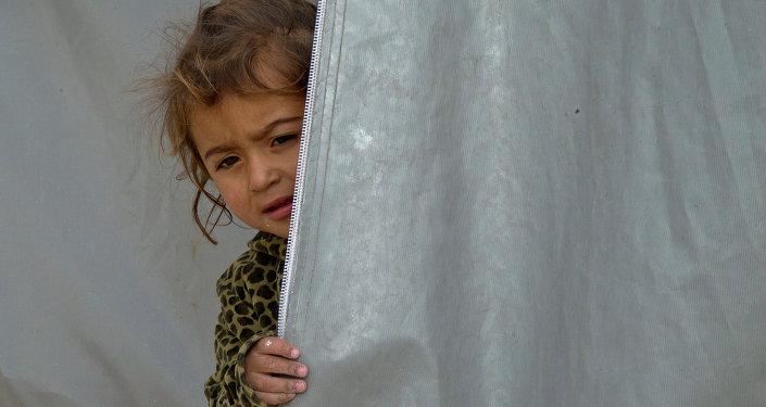 Ребенок курдских беженцев из города Кобани, Сирия, в лагере на границе между Турцией и Сирией. 17 ноября 2014