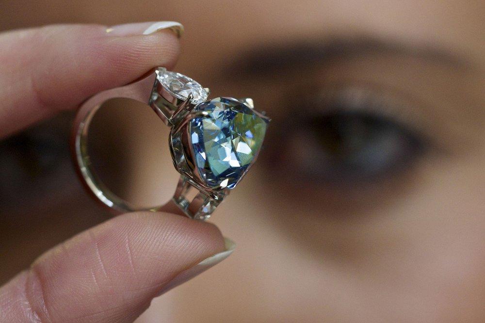Самый крупный в мире голубой бриллиант The Blue весом 13,22 карата