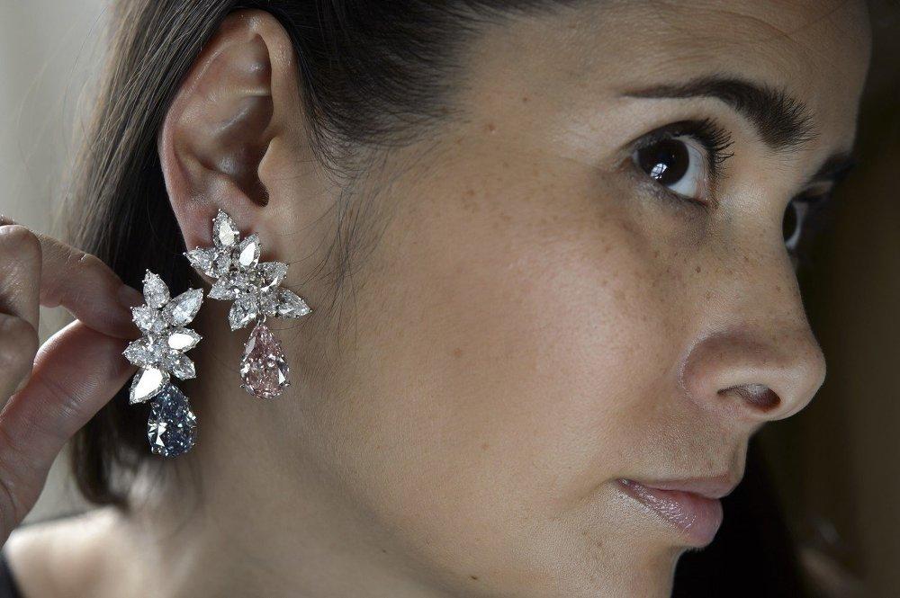 Каплевидные серьги с бриллиантами от Bulgari