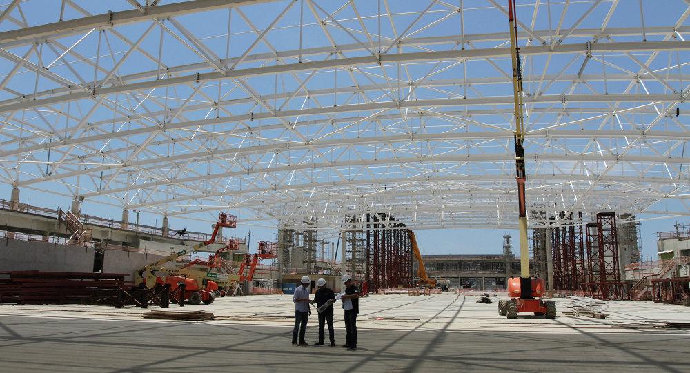 Eduardo Paes supervisa junto a los ingenieros los planos del Arena Carioca 3 que albergará las competiciones de esgrima, judo y taekwondo