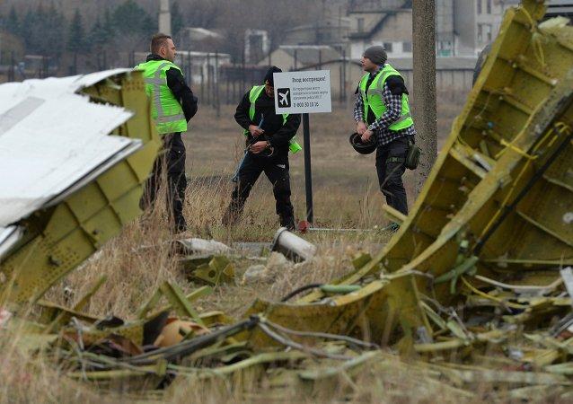 Expertos holandeses en el lugar del desplome del Boeing de Malasia