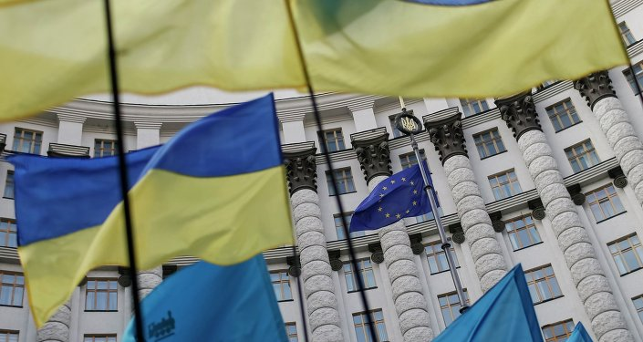 Banderas de la UE y Ucrania