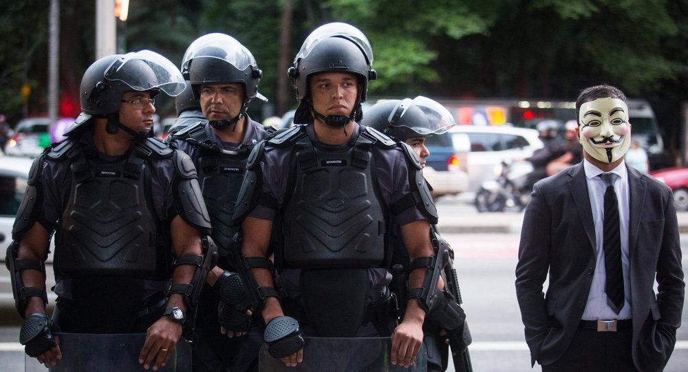 Entra en vigor la ley que prioriza el uso de armas no letales por la policía en Brasil