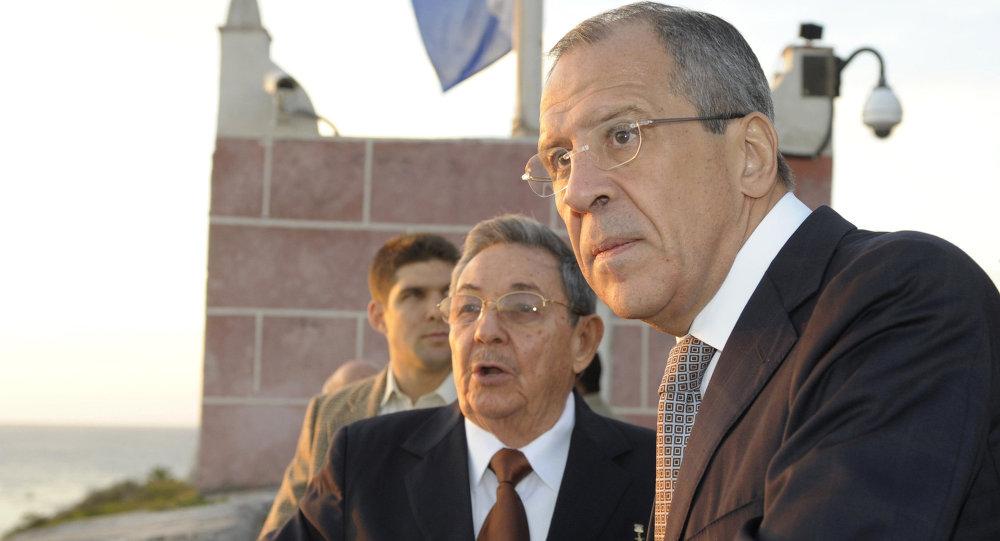 Serguéi Lavrov con Raúl Castro durante su visita a Cuba en febrero de 2010