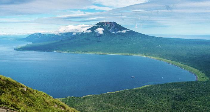 El volcán Atsonupuri, Iturup (una de las disputadas islas Kuriles)