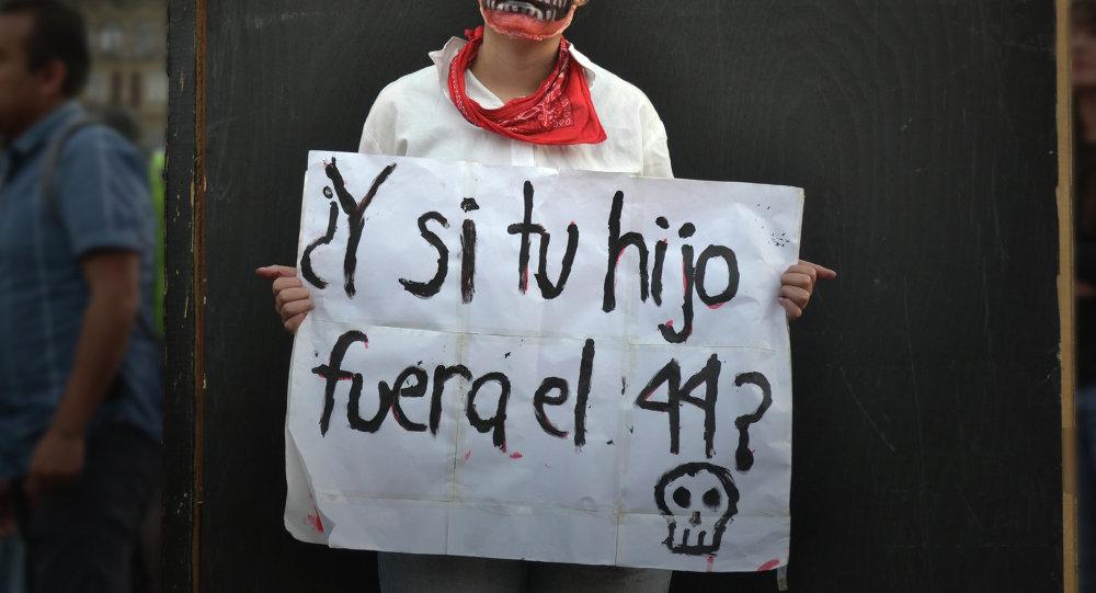 Акция протеста из-за убийства 43 студентов в Мексике