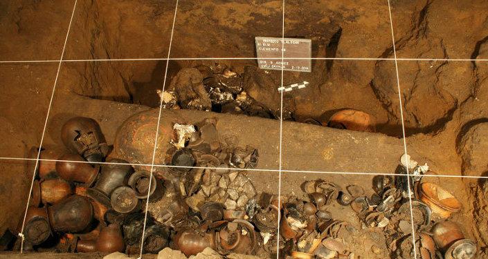 Найденные в храме Quetzalcóatl предметы