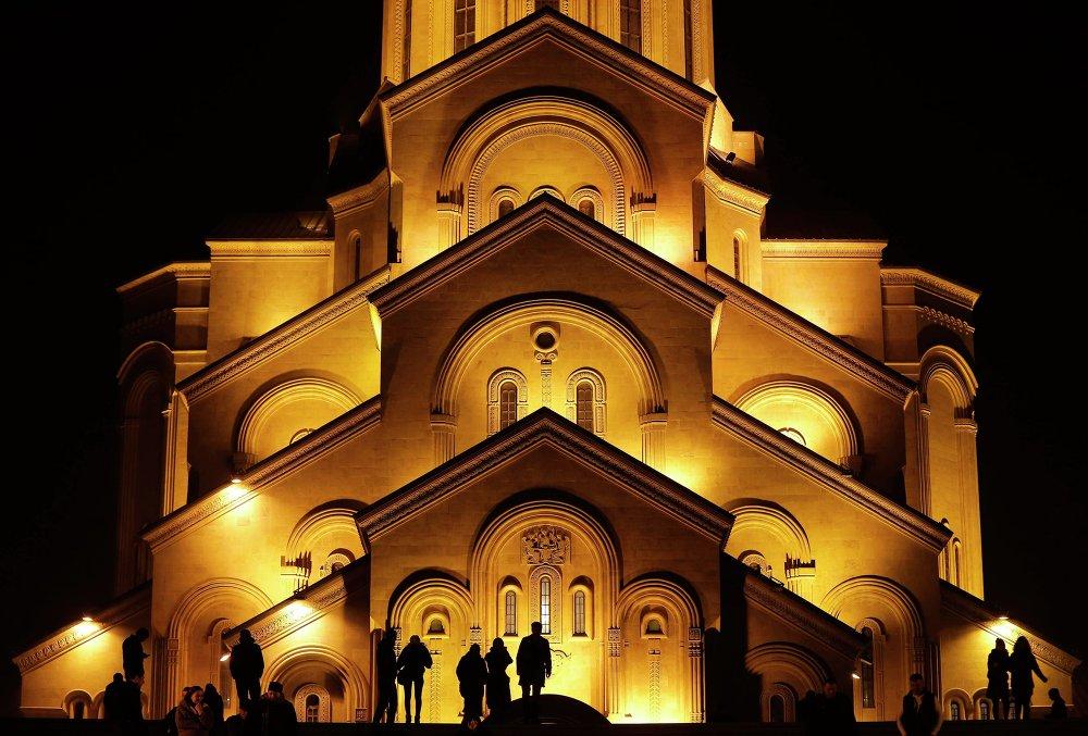 Собор Святой Троицы в Тбилиси во время рождественского богослужения 7 января 2015 года