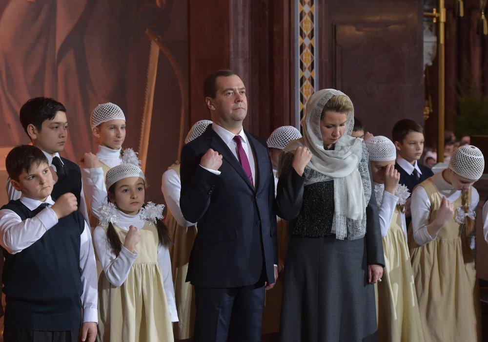 Премьер-министр РФ Д.Медведев посетил Рождественское богослужение в храме Христа Спасителя