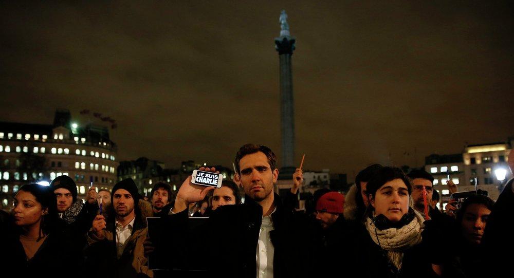 Акция скорби в Лондоне после теракта в Париже в Charlie Hebdo