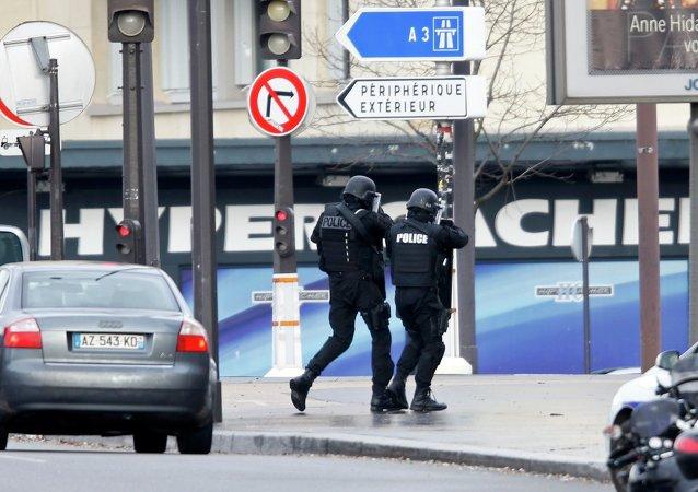 Французская полиция на месте захвата заложников в кошерном магазине 9 января 2015 года