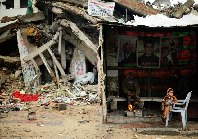Развалины домов после обстрела израильской армией в Газе 8 января 2015