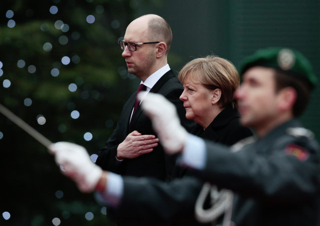 Primer ministro ucraniano, Arseni Yatseniuk y canciller alemana, Angela Merkel