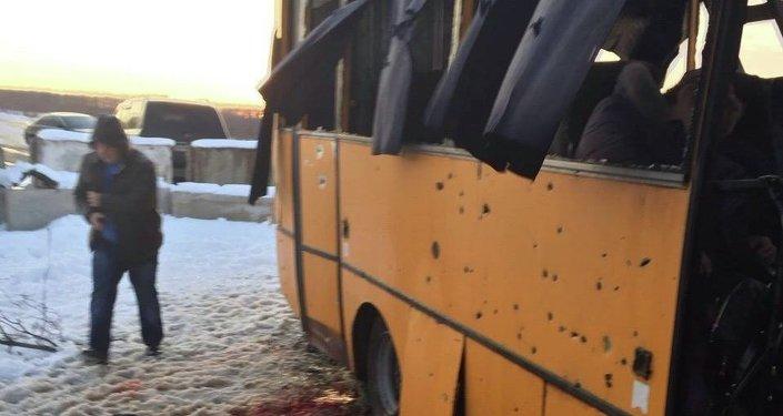 Al menos 10 muertos por el impacto de un proyectil en un autobús en Donbás