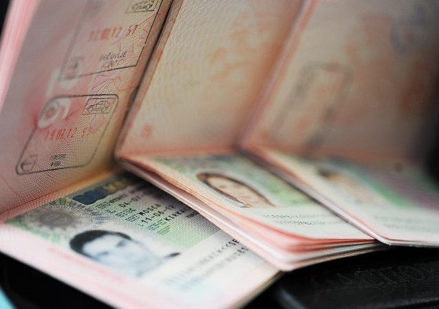 Visados Schengen en los pasaportes de los ciudadanos rusos (archivo)