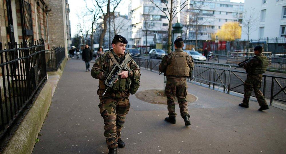 Soldados franceses en París